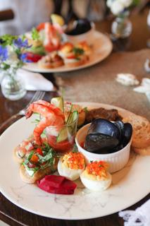 「ボストンお料理教室」「cooking class」「人気」「Sullivans Market」「Yoshiko Sullivan」「いちじくとゴルゴンゾーラチーズのブルスケッタ」「自家製ハーブ塩を使ったトマトとモッツァレラのブルスケッタ」「スモークサーモンといくらのデビルド・エッグ」「海老とホースラディッシュソースのカクテル」「Shrimp Cocktail」「ムール貝のホワイトワインソース」「地中海風マリネの一口ステーキ,蟹のケーキ・レムラードソース添え」「レモンヴィネグレットサラダ」「ビーツの爽やか夏のピクルス」「Gorgonzola Bruschetta with Fresh Figs」「Tom,ato and mozzarella Bruschetta with herbsalt」「Smoke Salmon and Ikura(Salmon roe) Deviled Egg」「Mussels in White wine sauce」「Mussels in White wine sauce,Crab Cake With Remoulade」「Lemon Vinaigrette Salad」「pickled beets」「箱根」「Hakone」「やまぼうし」「夏」「summer」「網」「net」「砂」「sand」「瓶」「jar」